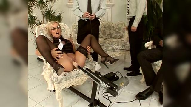 porno-video-seks-mashini-rezinovie-zhenshini